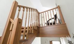 Деревянная лестница. Массив лиственницы.