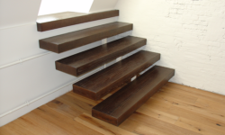 Индивидуальная лестница на одном косоуре
