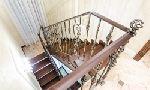 Маршевая лестница, ограждение - художественная ковка