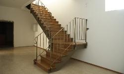 Маршевая лестница, с ограждением из ковки
