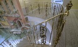 Эксклюзивная лестница с ограждением Grande Forge