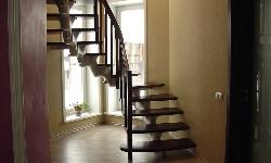 Модульная лестница A260, с индивидуальным ограждением